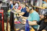 Participantes nunha edición anterior da XGN Encounter diante dos seus ordenadores.